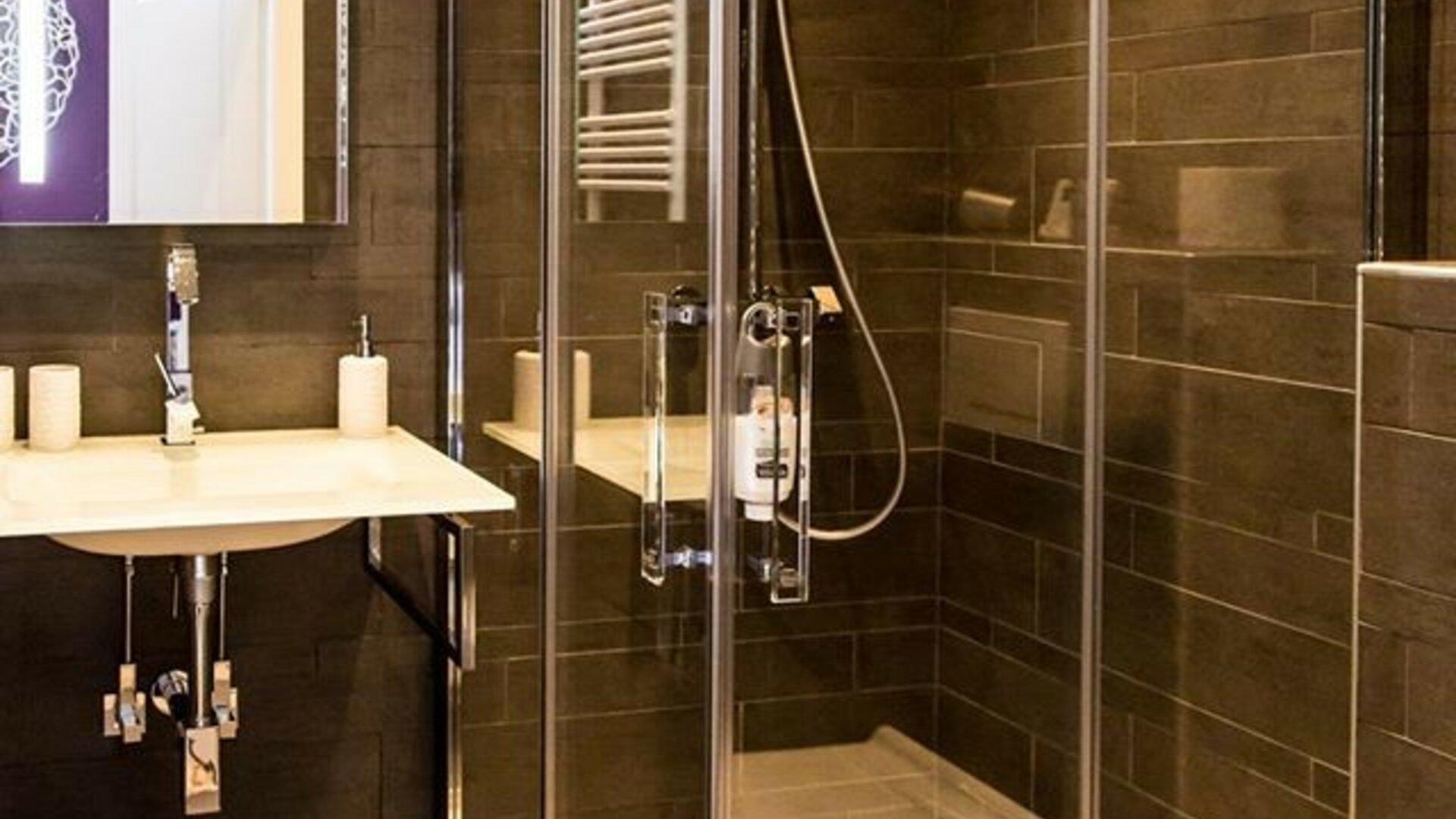 Hete avonturen in hun ruime badkamer