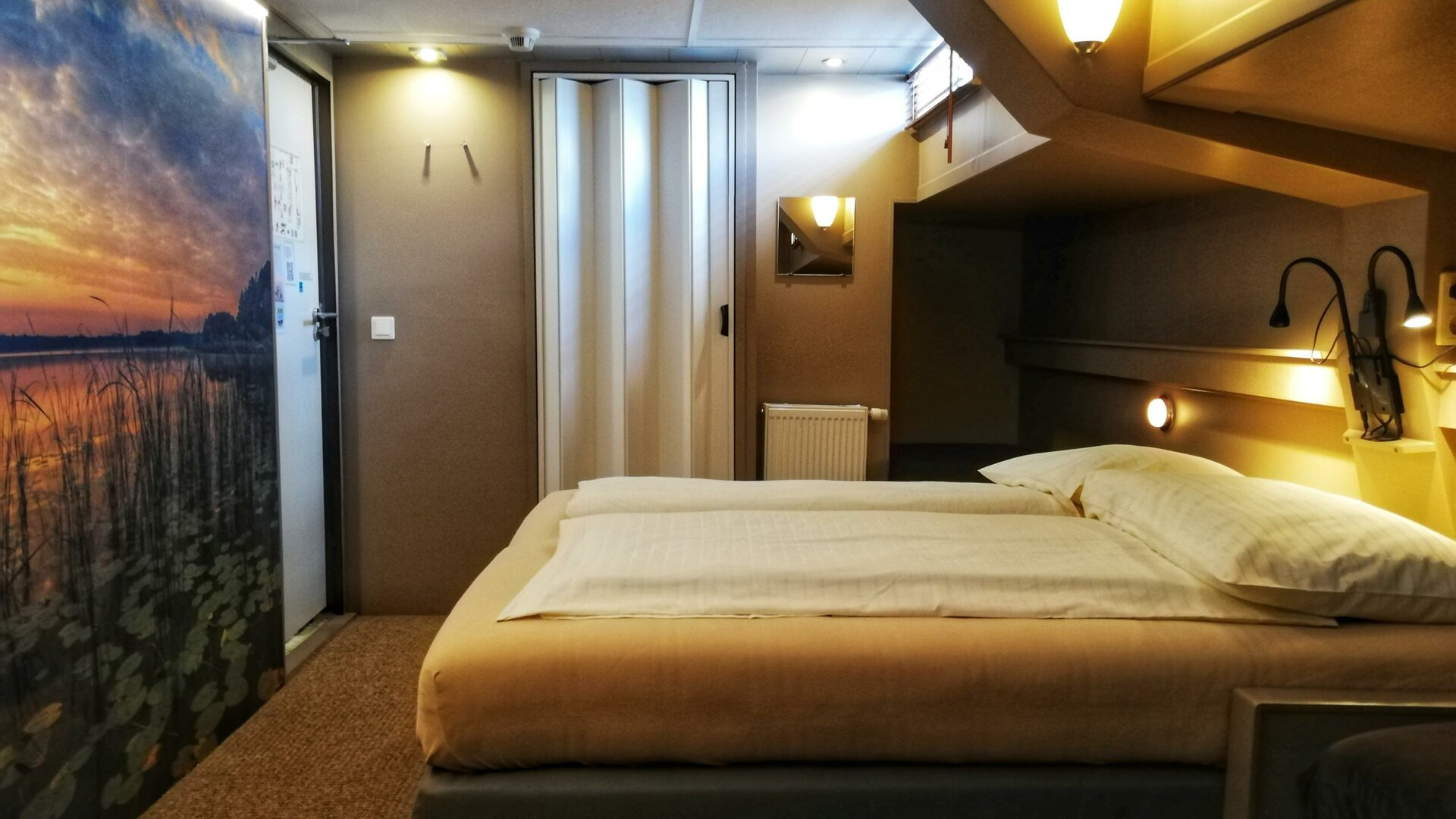 Botel Ophoven - Botel by night